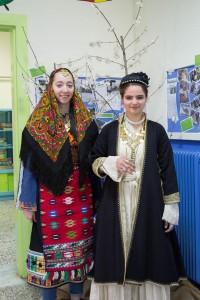 K1024_2. Παραδοσιακές στολές-χοροί (1)