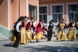 K1024_2. Παραδοσιακές στολές-χοροί (10)