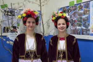 K1024_2. Παραδοσιακές στολές-χοροί (2)