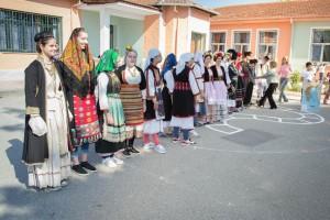 K1024_2. Παραδοσιακές στολές-χοροί (3)