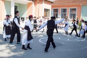 K1024_2. Παραδοσιακές στολές-χοροί (4)
