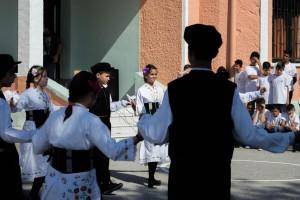 K1024_2. Παραδοσιακές στολές-χοροί (5)